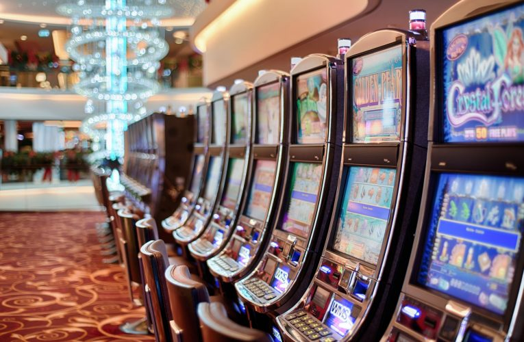 Helpful Playing Tricks To Win In Online Casino – Playing